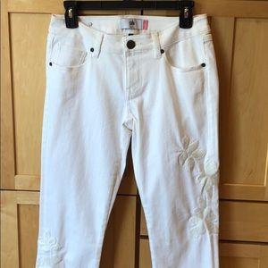 White skin boyfriend jeans
